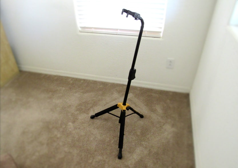 The Hercules single guitar stand