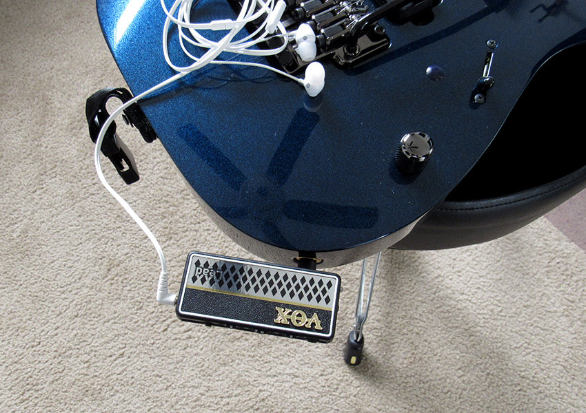 The amPlug plugged into a standard guitar jack