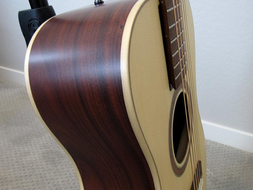 Closeup of the pau ferro sides