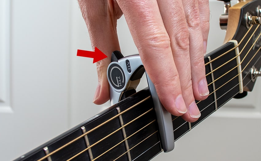 Unclamping the capo from above using using a bigger grip